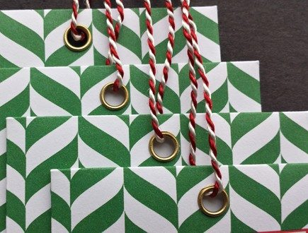 Green and white gift envelopes strung with our red-white variegated Pearlray.